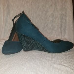 Kenneth Cole Reaction teal wedges